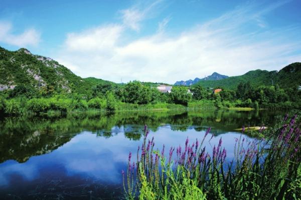 围绕名胜古迹区,风景旅游区,休闲观光区,前山脸地区和主要公路,河道